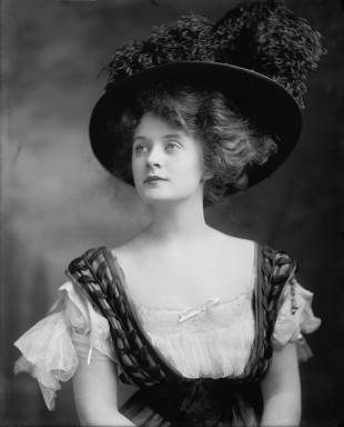 Picture of quotation author Billie Burke