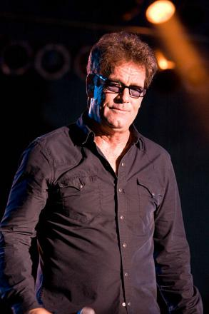 Picture of quotation author Huey Lewis