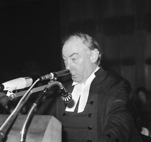 Picture of quotation author Lionel Murphy
