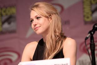 Picture of quotation author Penelope Mitchell