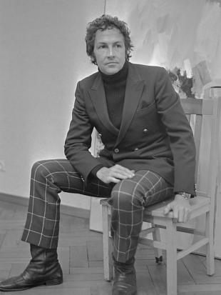 Picture of quotation author Robert Rauschenberg