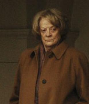 Picture of quotation author Maggie Smith