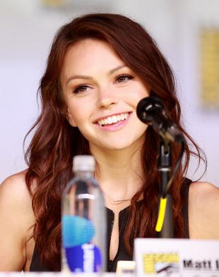 Picture of quotation author Aimee Teegarden