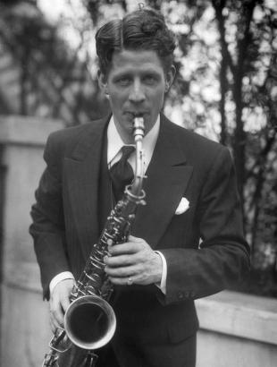 Picture of quotation author Rudy Vallee