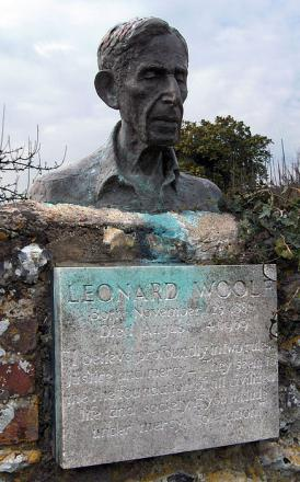 Picture of quotation author Leonard Woolf